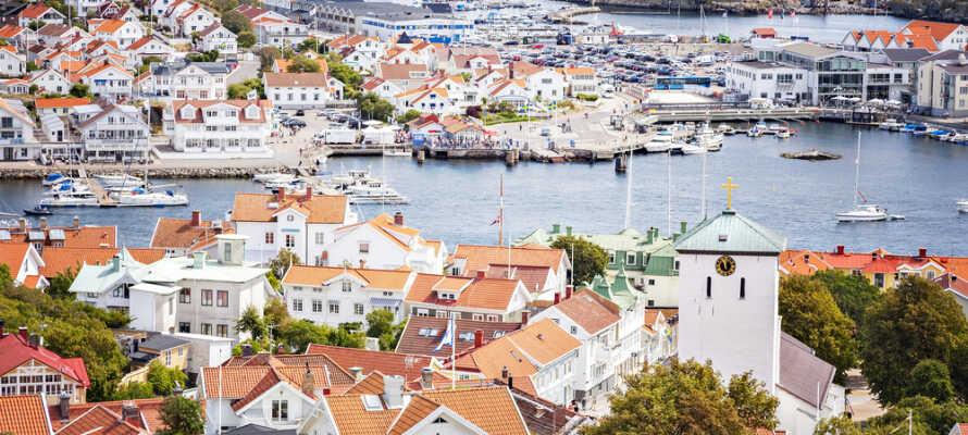 Besök vackra mindre västkuststäder som Uddevalla, Marstrand och Kungälv