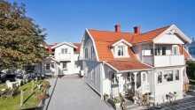 Das Hotell & Restaurang Solliden genießt eine gute Lage in der Nähe des Meeres in der schwedischen Küstenstadt Stenungsund.