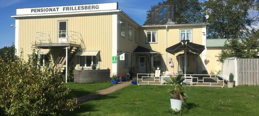 Pensionat Frillesberg er et ægte svensk pensionat fra 1938, og tilbyder fredfyldte rammer og personlig service.