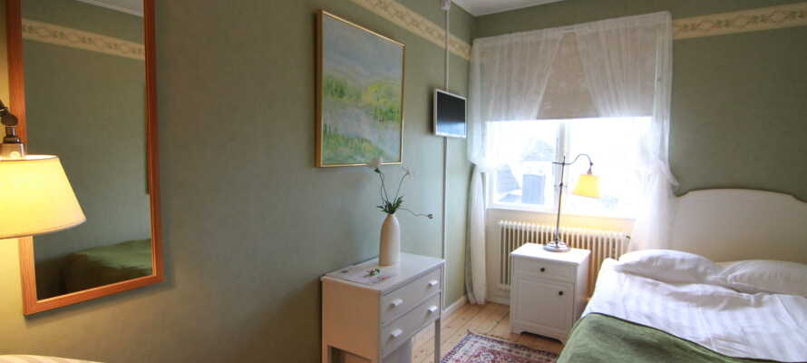 De hyggelige lyse værelser, er individuelt indrettet og har alle deres helt egen charme.