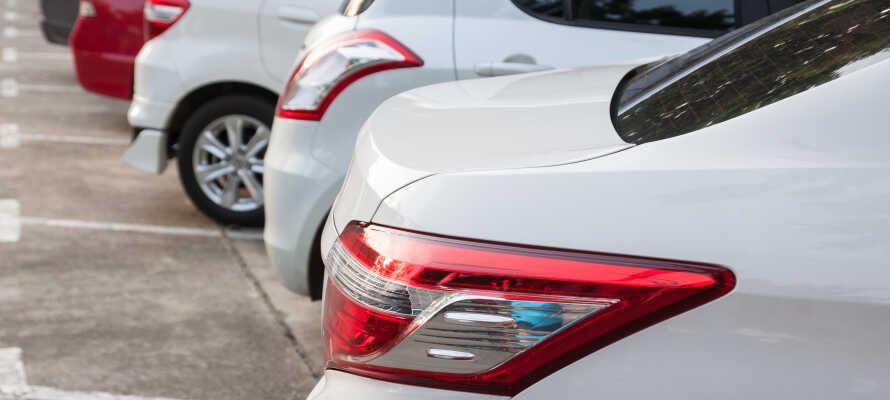 Kostenlose Parkplätze stehen am Hotel zur Verfügung - perfekt für einen Urlaub mit dem Auto!