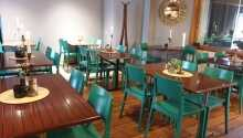 Hotelpakken inkluderer halvpension med morgenbuffet og 2-retters menu/buffet