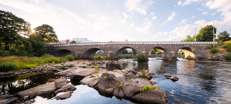 Besøk Gamlebyen i Falkenberg, eller oppdag unike attraksjoner i området som Bexells Talende Sten og Bocksten's Mose.