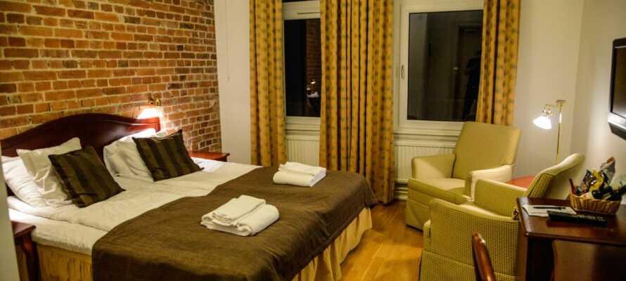 På Hotel Continental Spa Halmstad är ursprungliga stuckaturer, kakelugnar och tegelväggar väl bevarade.