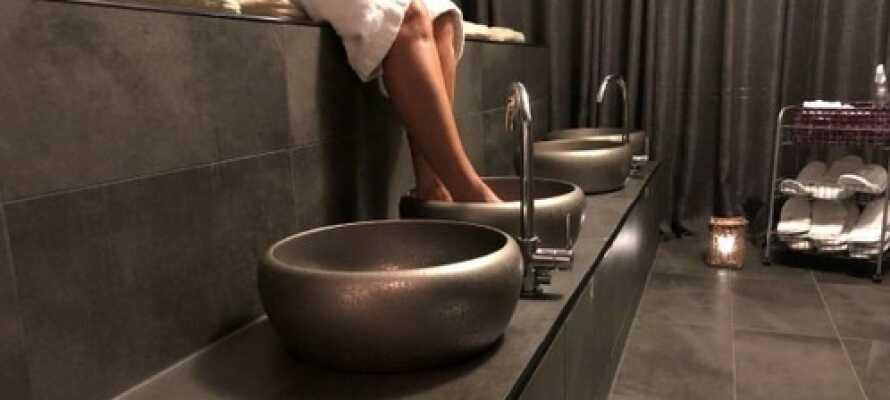 Nyt massevis av spa og velvære med varm kilde, fotbad, badstue og trening i hotellets spa-avdeling.
