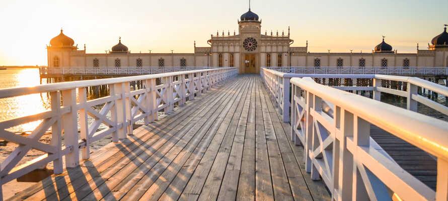 Hotellet ligger vackert beläget endast två minuters promenad från Horsasjön där ni kan ta ett dopp sommartid