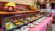 Börja dagen med hotellets härliga frukostbuffé