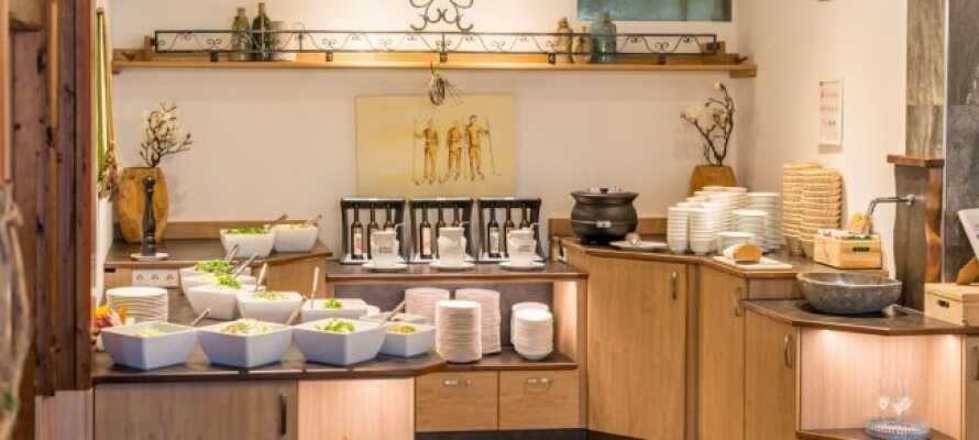 Nyd et ophold med masser af god mad - Helpension inkluderet i prisen!