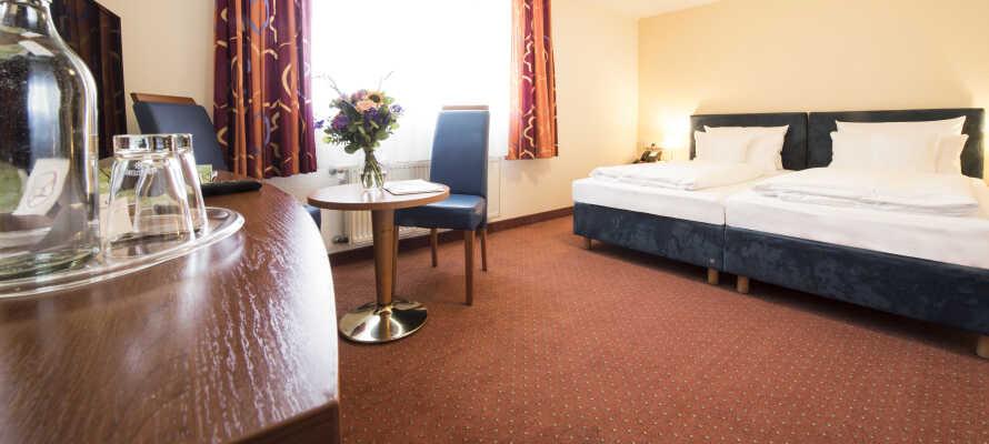 Hotelværelserne er rummelige og moderne, og for ekstra komfort kan I booke et Superior værelse.