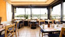 Fra morgenmadslokalet har I alletiders udsigt over Rhinen.