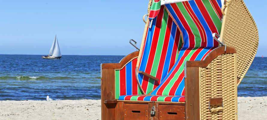 När vädret tillåter kan ni njuta av sol och bad vid Östersjön.