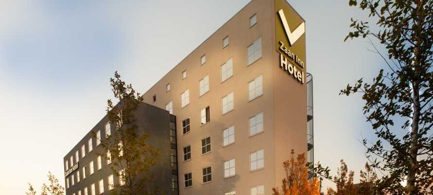 Hotellet ligger tæt på en togstation, hvorfra I kan komme ind til Amsterdam på mindre end et kvarter!