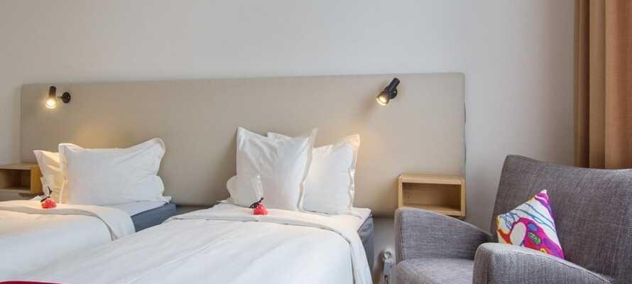 I bor på hyggelige og komfortable værelser, som alle er indrettet i en herlig skandinavisk stil.