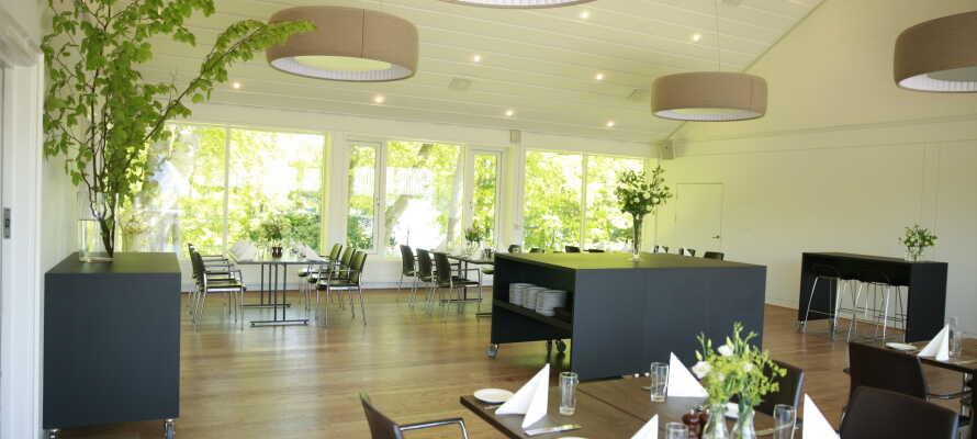 Hotellpaketet inkluderar en god 2- och 3-rätters meny som serveras i hotellets restaurang.