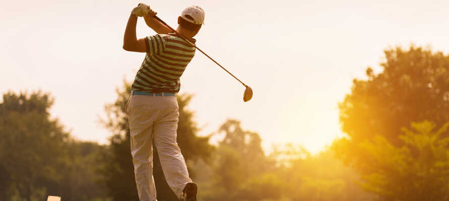 Spela en runda golf på hotellet som har sin egen 3 par golfbana.