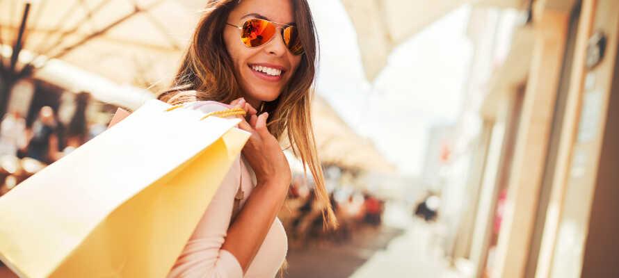 Passa på att strosa runt på Strøget och nyttja Köpenhamns goda shoppingutbud.