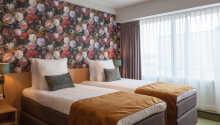 Hotellets moderne og lyse værelser tilbyder behagelige rammer for opholdet.