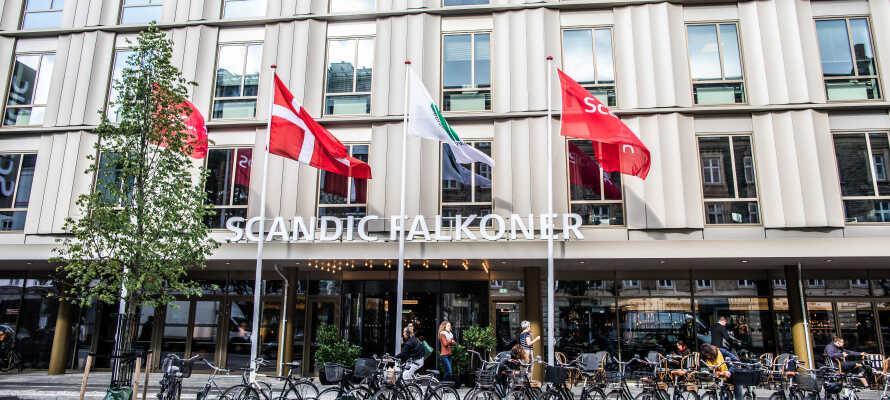 Det ikoniska Scandic Falkoner ligger centralt beläget i det charmiga teaterkvarteret i stadsdelen Frederiksberg i Köpenhamn