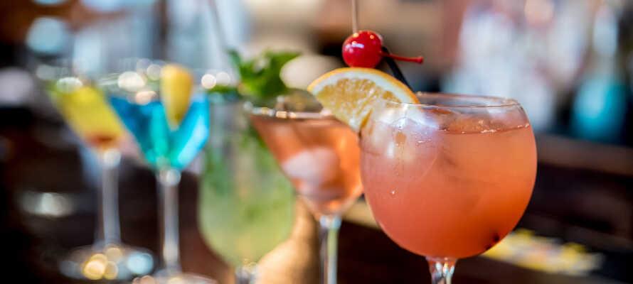 Det er helt oplagt at runde dagen af med en hyggelig stund i hotellets indbydende vin- og cocktailbar.