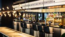 Runda av dagen med en drink och trevlig stund i hotellets inbjudande vin- och cocktailbar