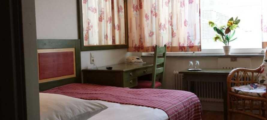 Her tilbydes en god nattesøvn og en bekvem base i hotellets klassisk indrettede værelser.