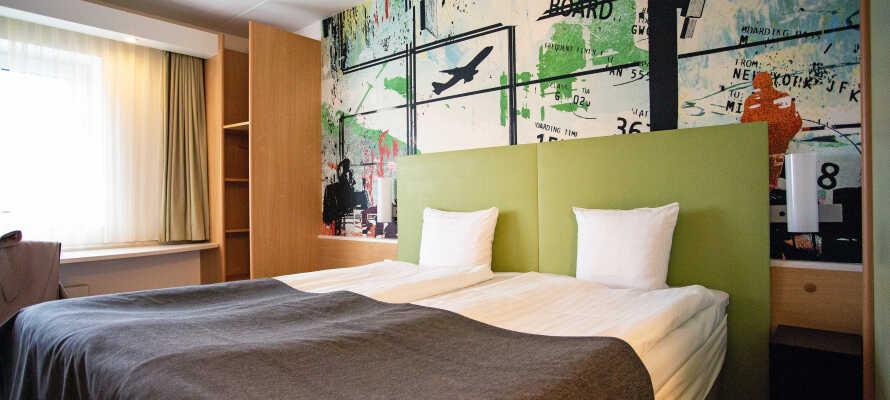 Die Zimmer sind mit bequemen Einzelbetten, Schreibtisch, Telefon und TV mit einer großen Auswahl an Kanälen ausgestattet.