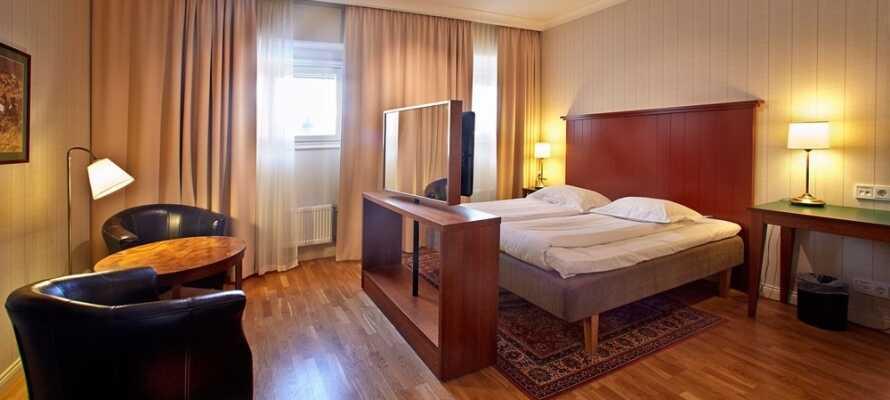 Hotellets værelser er innredet med flott parkett, og kan tilby noen hyggelige og komfortable rammer under oppholdet.