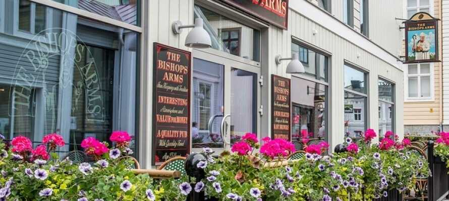 Njut av en billig hotellvistelse på det charmiga och centralt belägna hotellet Hotel Bishops Arms Piteå