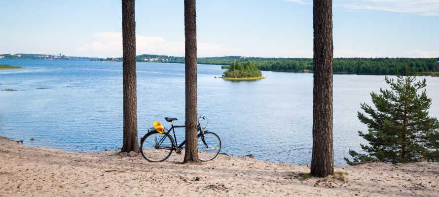 Det skønne landskab omkring Luleå byder på gode muligheder for cykelture og badning.