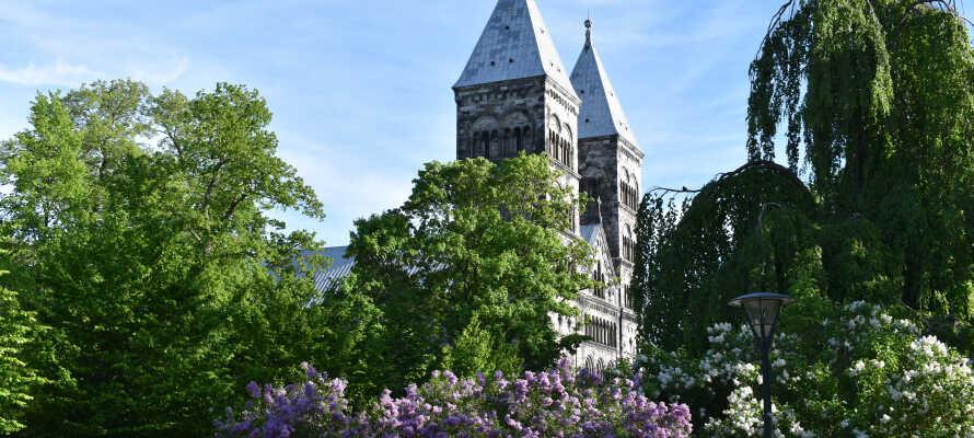 Från hotellet har ni gångavstånd till Domkyrkan, Botaniska Trädgården och stadens shoppinggator.