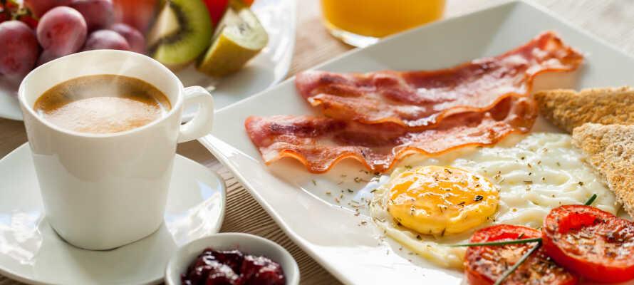 Beim reichhaltigen Frühstück im Hotel tanken Sie Energie für einen aufregenden Tag rund um Wavre.