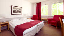 Här inkvarteras ni i klassiskt inredda och rymliga rum.