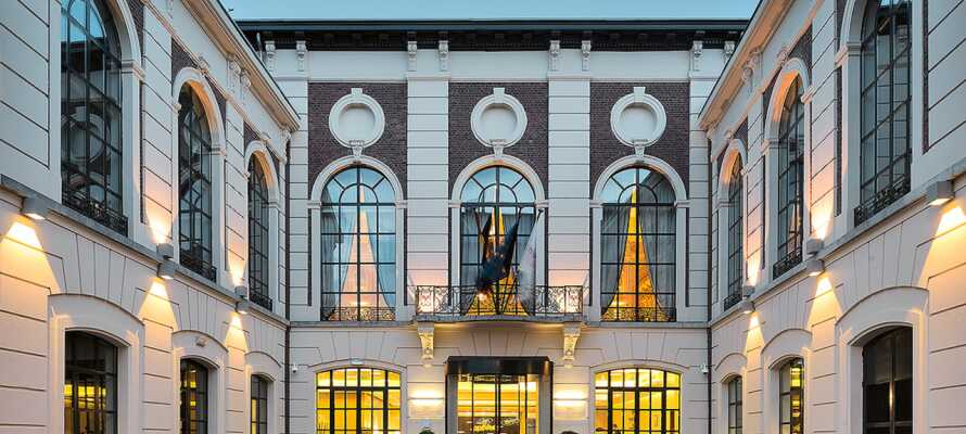 Den enestående hotellbygningen stammer fra det 16. århundre. Bygningen ble renovert i 2020.