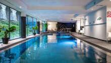 Nyt det deilige spa-området med svømmebasseng.