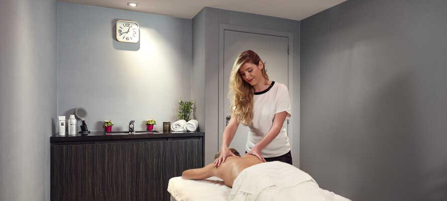 Nyt de herlige velvære-behandlingene, som dere kan bestille på hotellet.