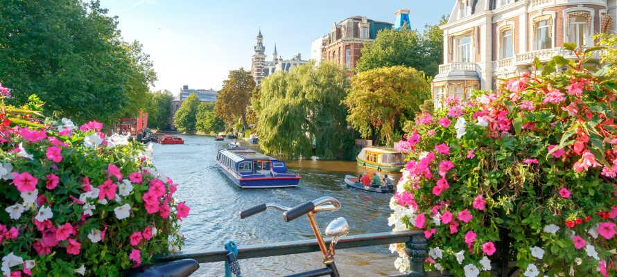 Nyd en herlig storbyferie, med en fremragende beliggenhed direkte i Amsterdams smukke kanaldistrikt.