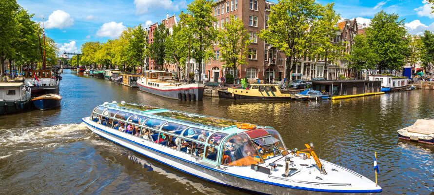 Dra på en herlig kanaltur i Amsterdam - dere får en gratis tur med i pakken.