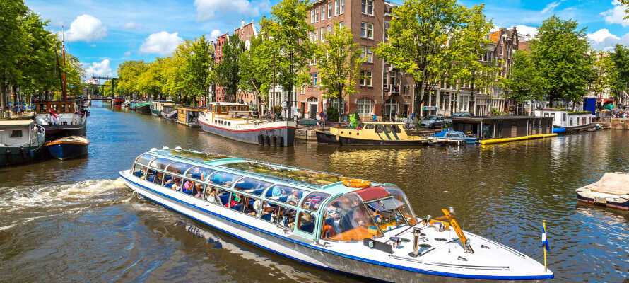 Tag på en herlig kanalfart i Amsterdam - I får en gratis tur med i pakken.
