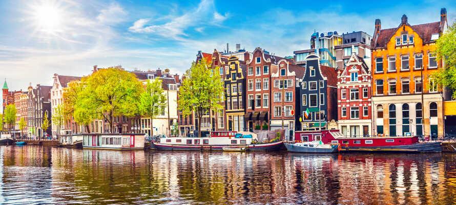 Amsterdam har massevis å by på, og fra hotellet har dere de fleste severdigheter innenfor en kort gåtur.