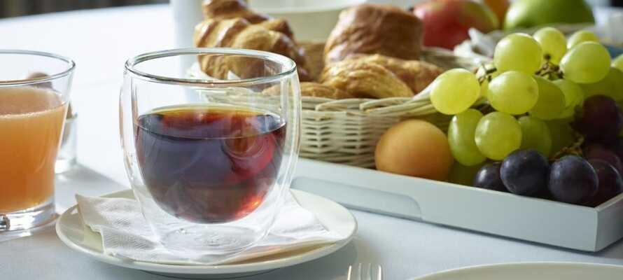 Start dagen med en god omgang morgenmad, som det er muligt at nyde på terrassen når vejret er godt.