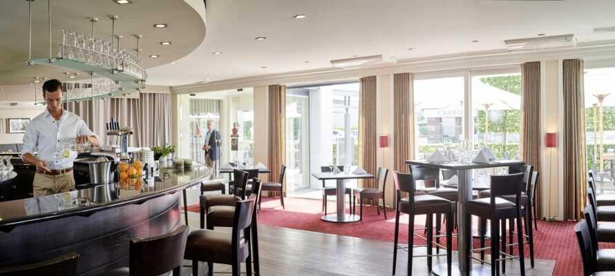 Slapp av med en drink i det koselige barområdet, eller nyt den klassiske flamske atmosfæren i brasseriet.