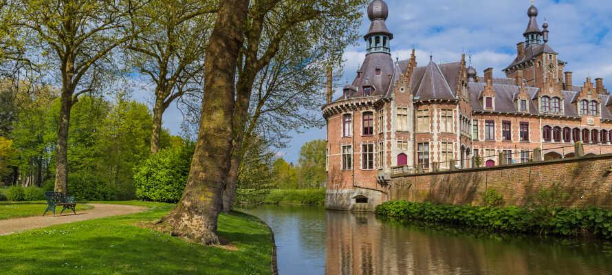 Besök det vackra slottet Ooidonk, som ligger inom behagligt avstånd från hotellet.