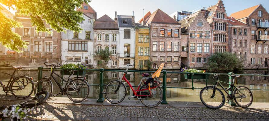 Gent er en af de små byer der absolut fortjener at blive opdaget på cykel.