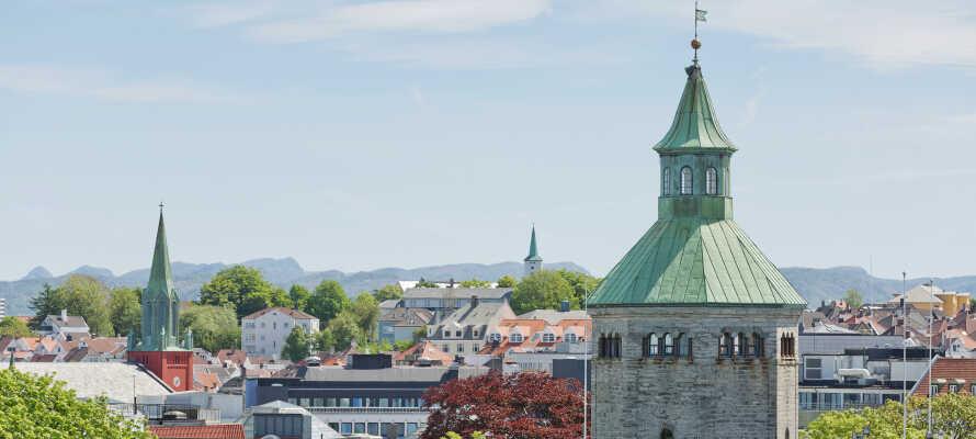 Der Turm Valbergtårnet befindet sich in geringer Entfernung zum Hotel. Von ihm aus hat man eine herrliche Aussicht über den Hafen, die Stadt und den Fjord.
