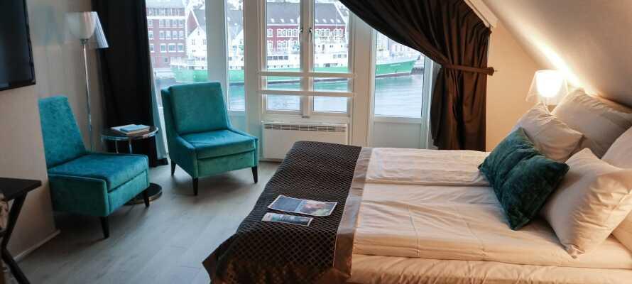 Hotellets inredning har inspirerats av de gamla båthusen som kännetecknar området och rummen har också en fin utsikt