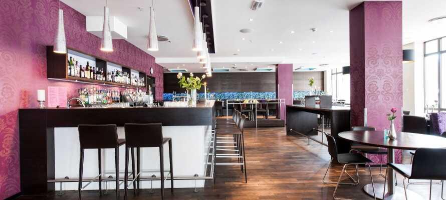 På hotellet kan ni koppla av i det mysiga kaféet och här väntar personlig service och en inbjudande atmosfär