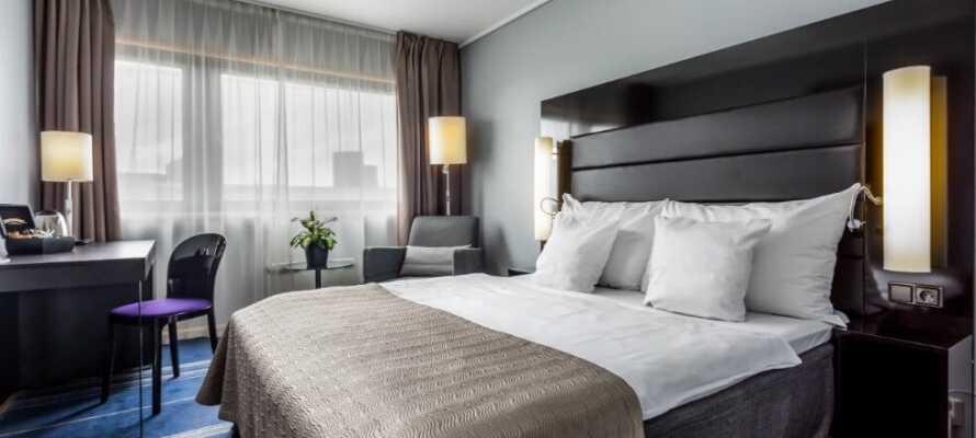Här bor ni på trevliga och komfortabla rum med bekväma sängar och stora härliga kuddar