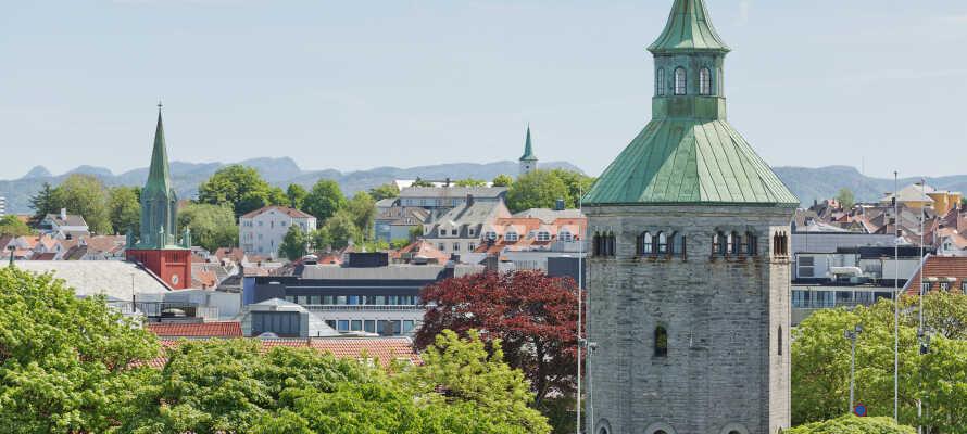 Fra hotellet har I kort afstand til Valbergtårnet, hvorfra I kan nyde en herlig udsigt over byen, havnen og vandet.