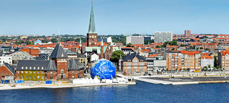 Das Cabinn Aarhus hat eine zentrale Lage in Aarhus, direkt am Wasser, nahe der Kathedrale und des Latinerkvarters.