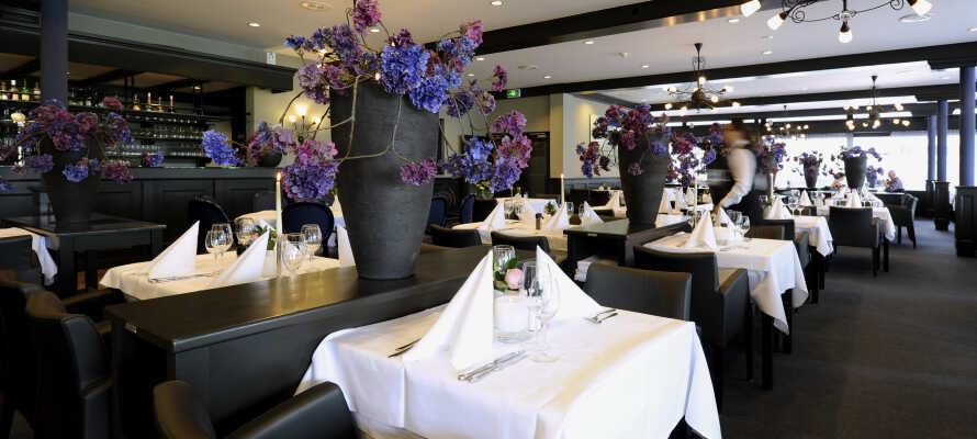 Hotellets Restaurant 'Martinus' tilbyder et bredt udvalg af udsøgte retter i en skøn atmosfære.
